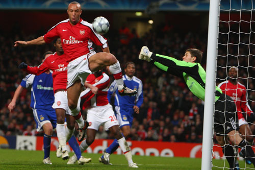Mikael Silvestre of Arsenal tries to score against Dynamo Kiev [GALLO/GETTY]