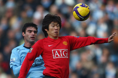 Ji Sung Park of Man Utd feels the pressure from Javier Garrido of Man City [GALLO/GETTY]