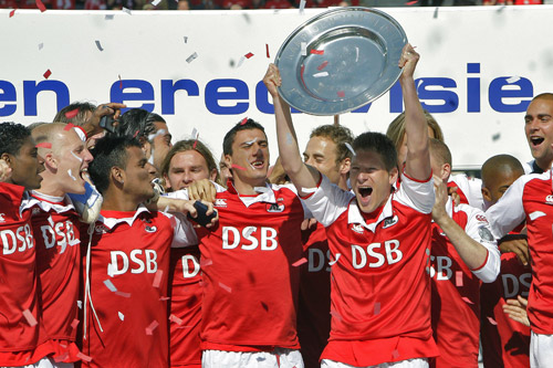 AZ Alkmaar's Stijn Schaars holds the champion plate as they are crowned Dutch champions [AFP]