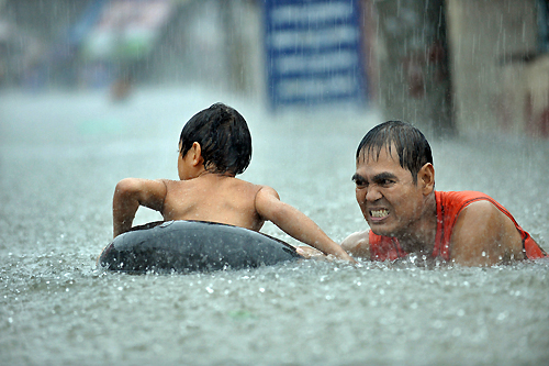 Heavy rains brought by tropical storm Ketsana have inundated large parts of the Philippines capital, Manila[AFP]