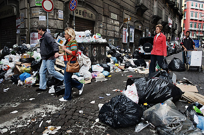 Italians Riot Over Rubbish Dump News Al Jazeera