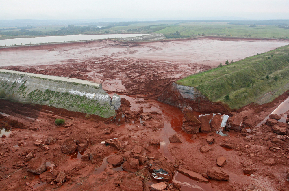 The Hungarian government has declared a state of emergency after a flood of chemical waste burst from a reservoir at an aluminium plant near the village of Kolontar [AFP]