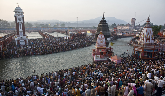 Hindu devotees visit the banks of the river Ganges in India during the Kumbh Mela festival, the world(***)s largest religious festival [AFP]