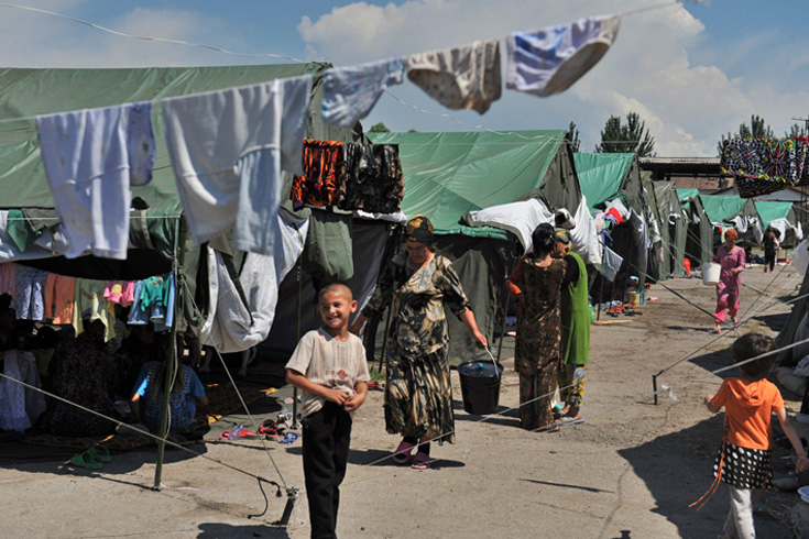 At least 400,000 people have been displaced due to deadly fighting between Kyrgyz and ethnic Uzbeks in southern Kyrgyzstan [AFP]