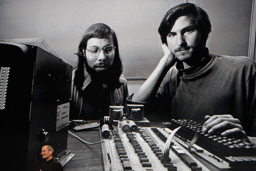 Steve Jobs and Bill Gates: Inside the rivalry | Internet | Al Jazeera
