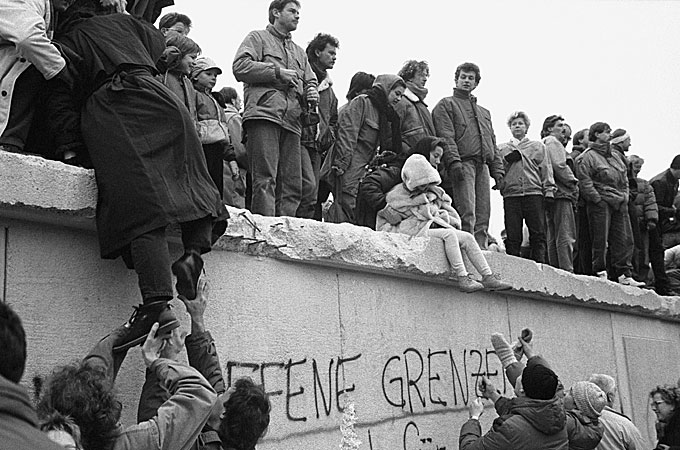 an introduction to the downfall of communism in eastern and central europe Few would dispute the fact that the revolutions of 1989/91 which brought about the downfall of communist regimes in central and eastern europe were emotionally charged events.