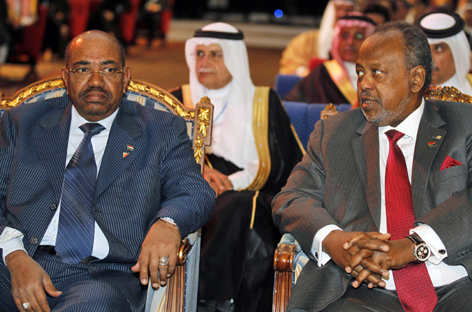 Sudan's President Omar Hassan al-Bashir (L) and Djibouti's President Ismail Omar Guelleh were among the guests at the Connect Arab Summit in Doha