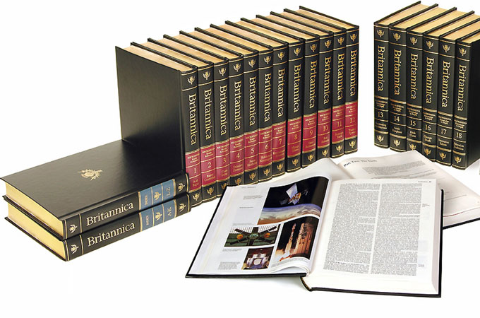 Encyclopædia Britannica - Giraffe Social Media