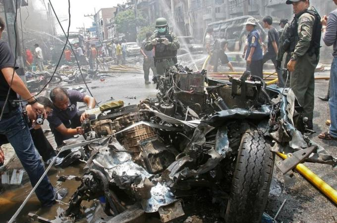 Deadly blasts hit southern Thailand