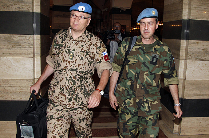 The UN Security Council has deployed a team of observers to Syria to monitor the tenuous ceasefire