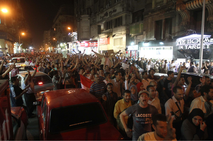 Egypt protesters storm Shafiq's Cairo office   Thousands gather in Tahrir Square after official election runoff results announced, exposing poll's polarising impact.