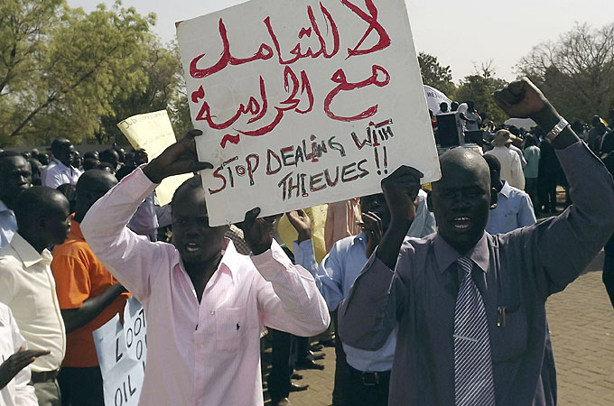 corruption in sudan A sudanese court on monday sentenced a prominent newspaper editor to six  months in jail for publishing an article accusing president omar.
