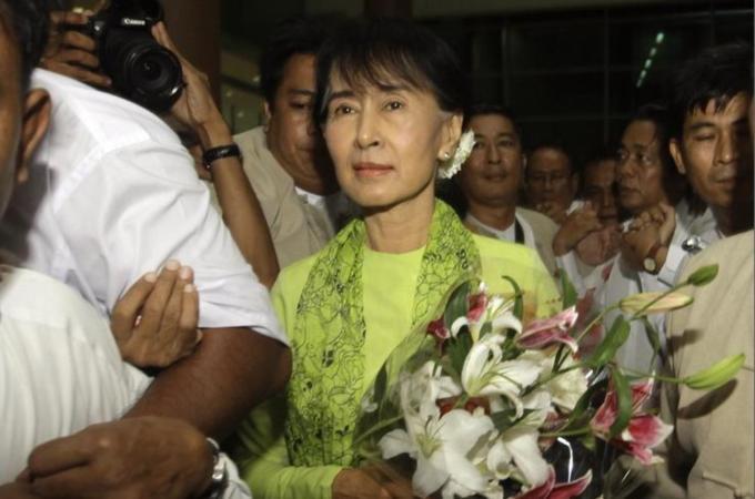Myanmar's Suu Kyi Supports Easing Of US Sanctions