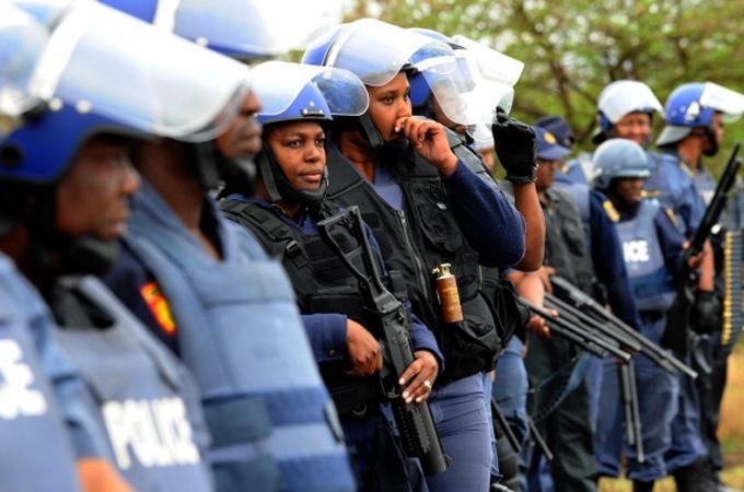 South Africa: Police raid Gupta family home