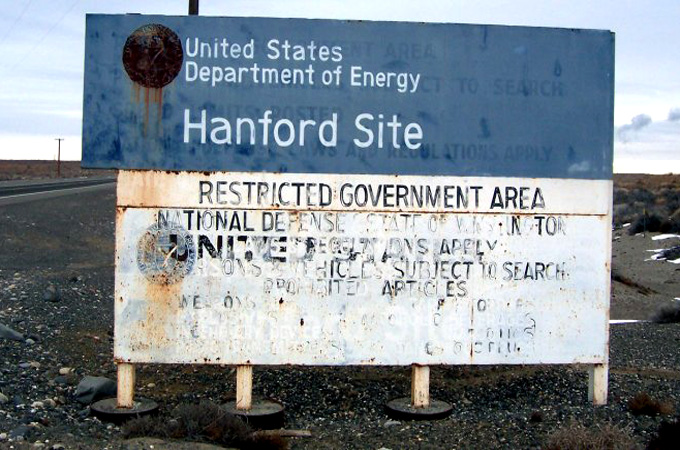 Washington nuclear waste tanks 'leaking'