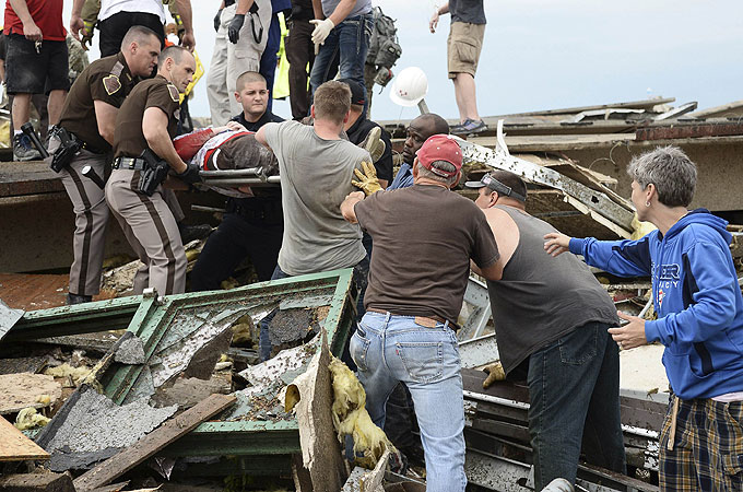US rescuers search for tornado survivors