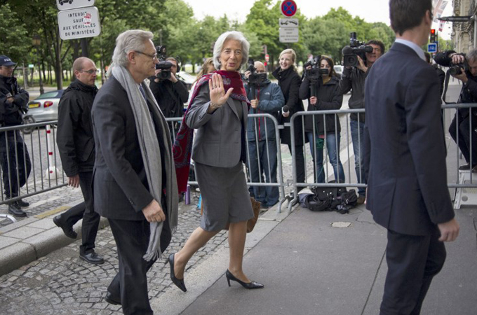 IMF chief's hearing over payout resumes