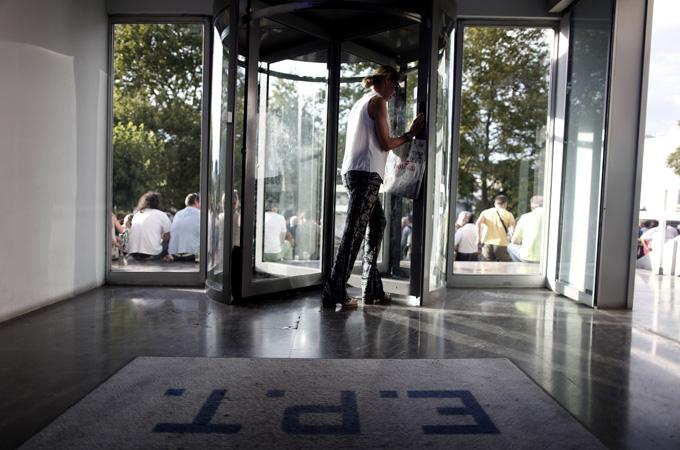 Strike called over Greek TV closure