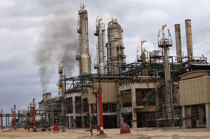 Libya oil output dives after key field shut thumbnail