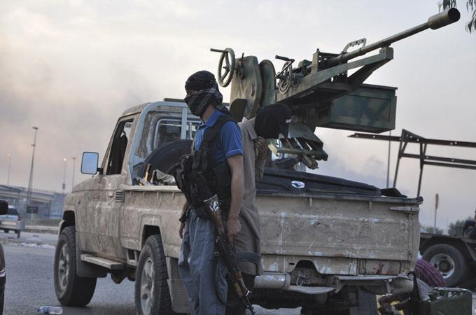 Iraq rebels storm town near Baghdad thumbnail