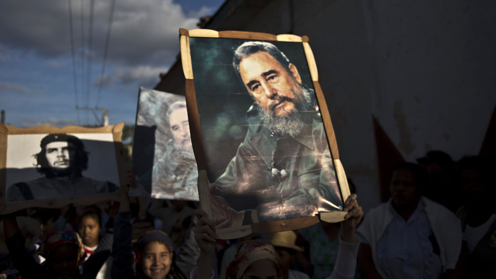 n leader fidel castro s mixed legacy news al jazeera children carrying framed images of castro and che guevara in 2015 ap photo ramon espin