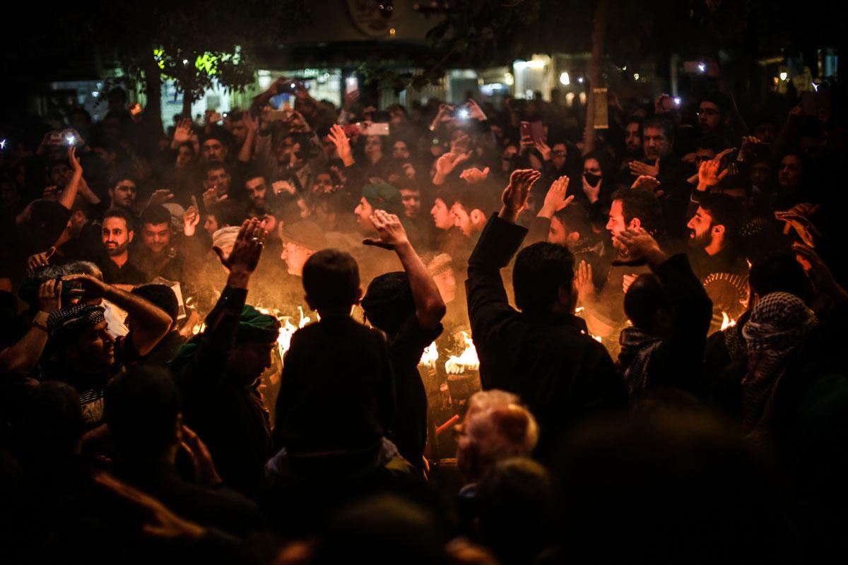 Bildergebnis für people with light Torches imAGES