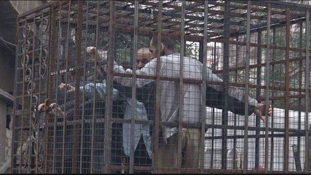 Syrian Rebels Use Caged Captives As Human Shields