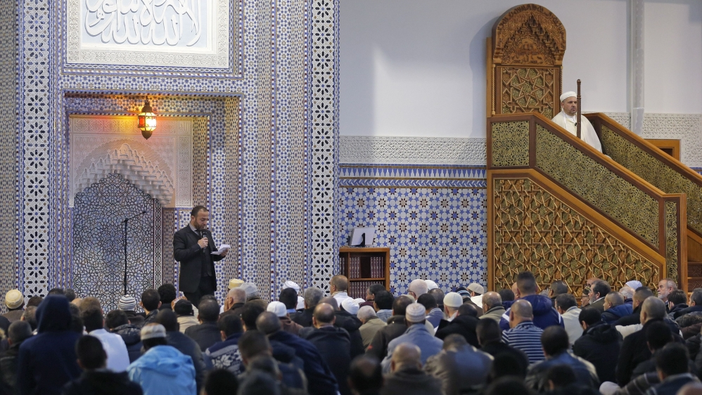 French Muslim activists debate licences for imams