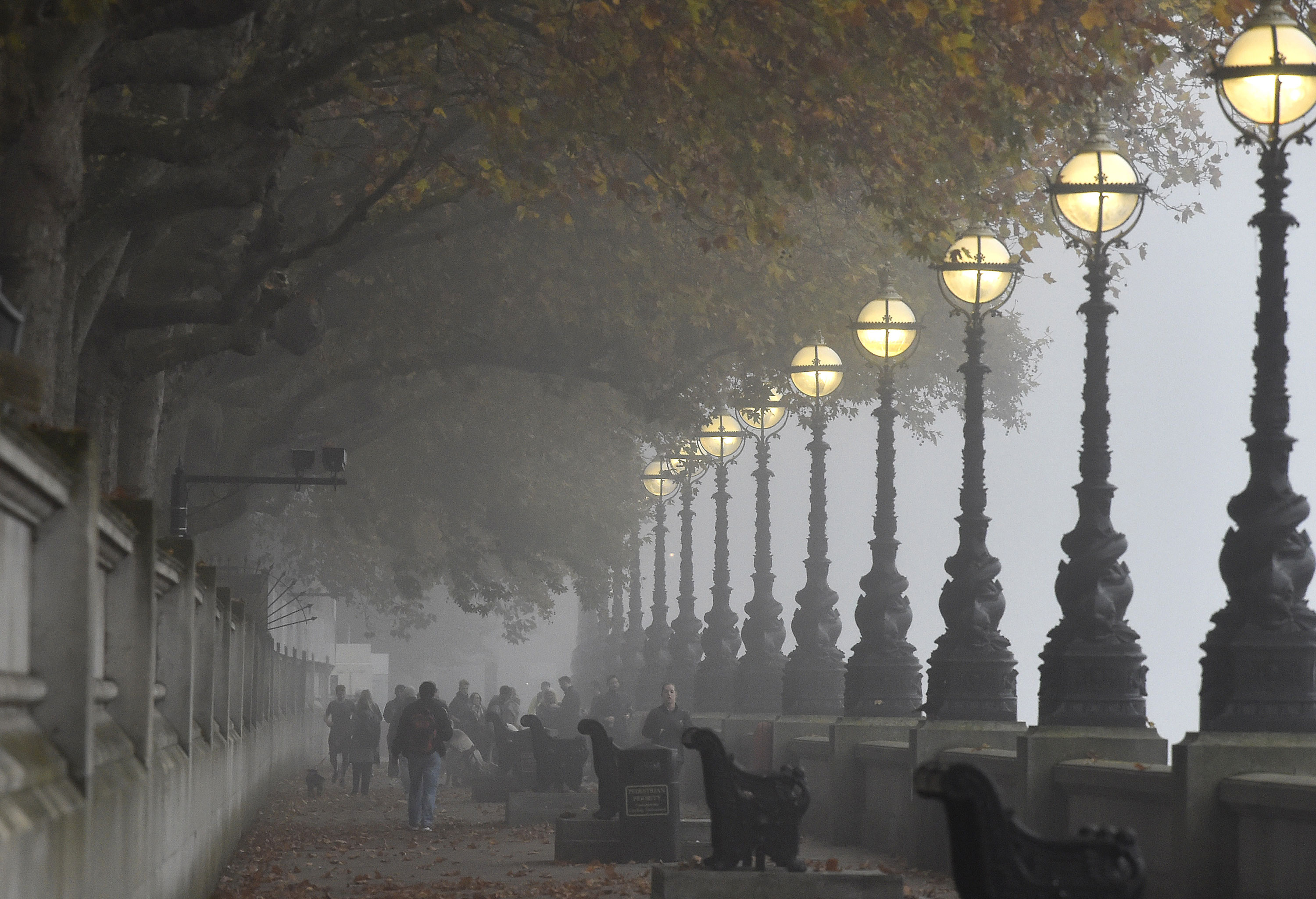 Thick Fog Blankets Uk Cities Al Jazeera