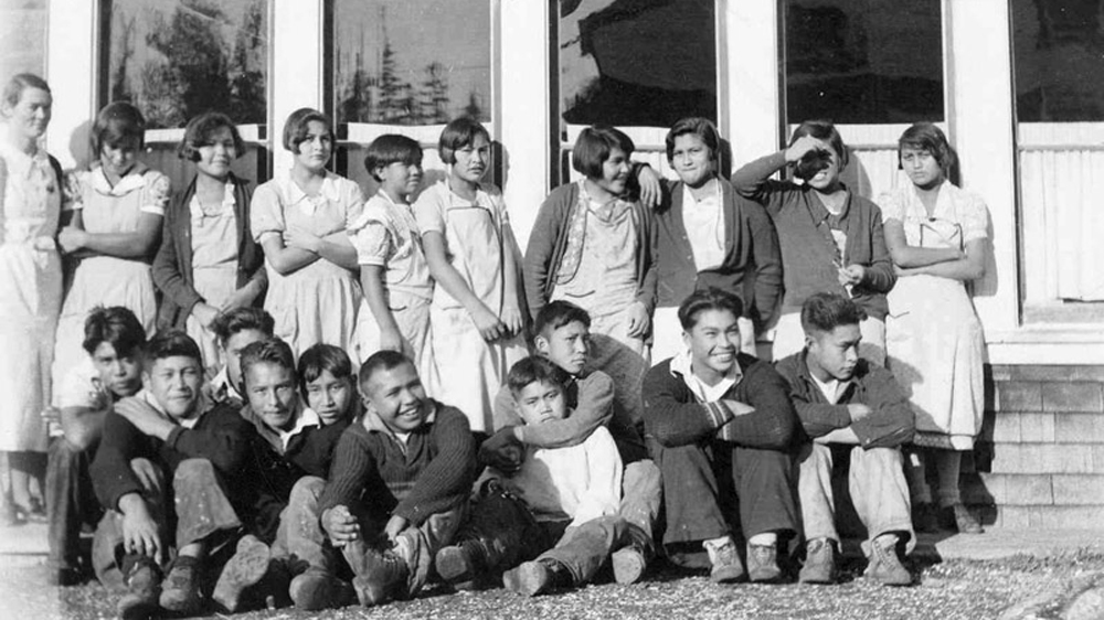 aboriginals residential school Aboriginal residential schools the qu'appelle indian industrial school in lebret , district of assiniboia, ca 1885 in canada , the indian residential school system was a network of boarding schools for indigenous peoples .