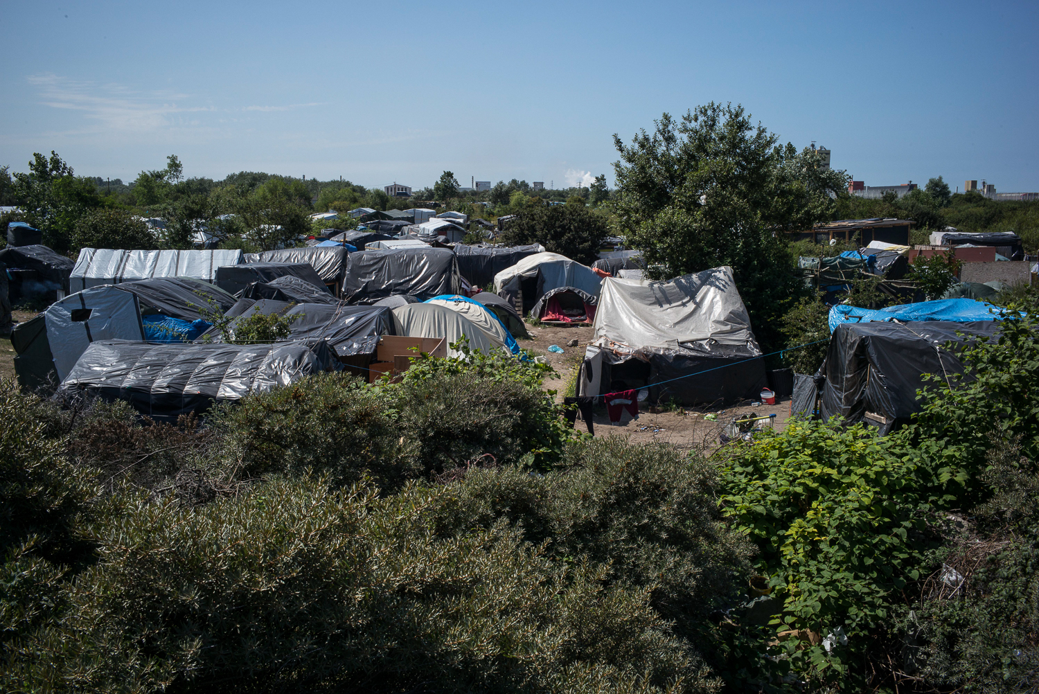 Some 3,000 migrants and refugees stay in the makeshift settlement, known locally as 'the Jungle' in Calais, where they live in very difficult conditions. [Olivier Laban Mattei/UNHCR]