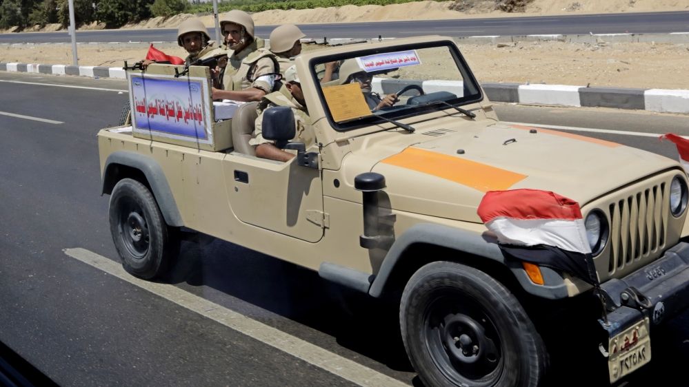 Egyptian forces kill 12 in tourist convoy