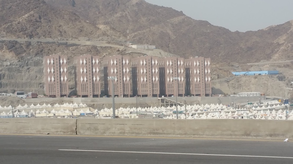 Over a million people spend a few nights in Mina the largest tent city in the world [Basma Atassi/Al Jazeera] & Meccau0027s $7000-per-night makeshift room | Saudi Arabia News | Al ...