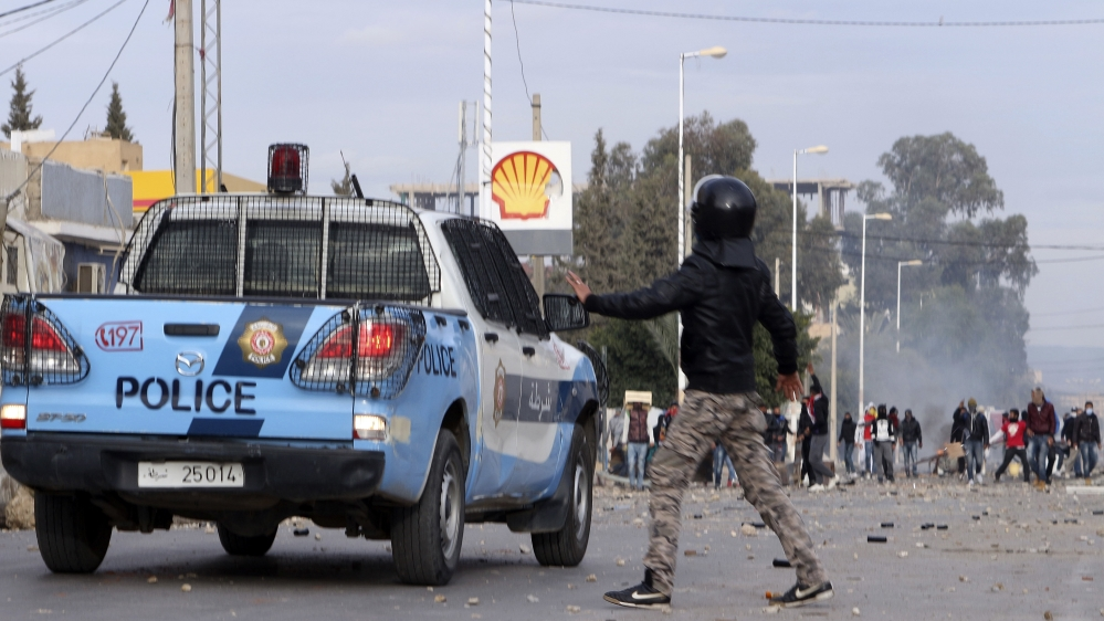 Tunisia unemployment protests spread to capital