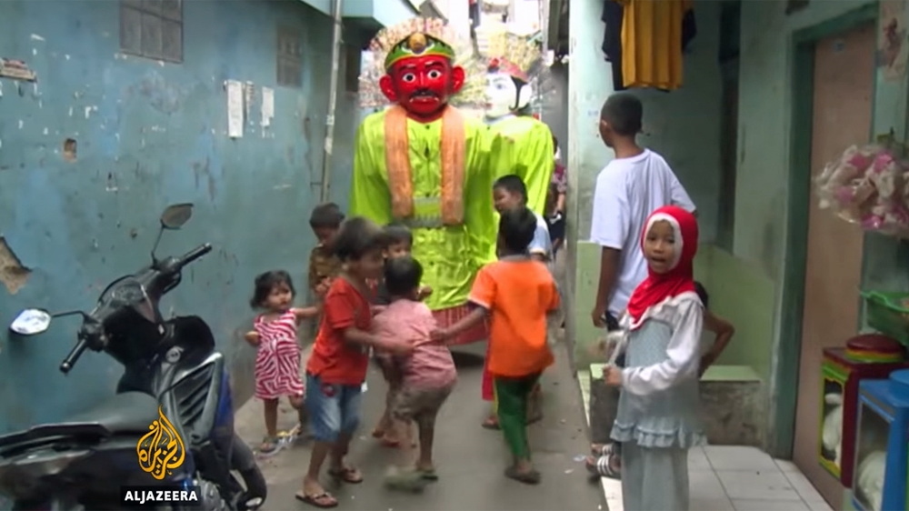 Giant puppetry tradition takes on new life in Jakarta ...
