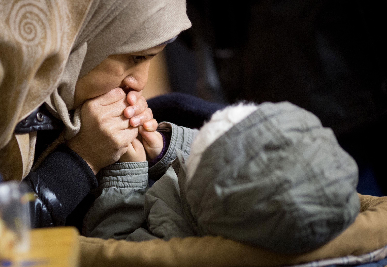 Αποτέλεσμα εικόνας για refugees hands