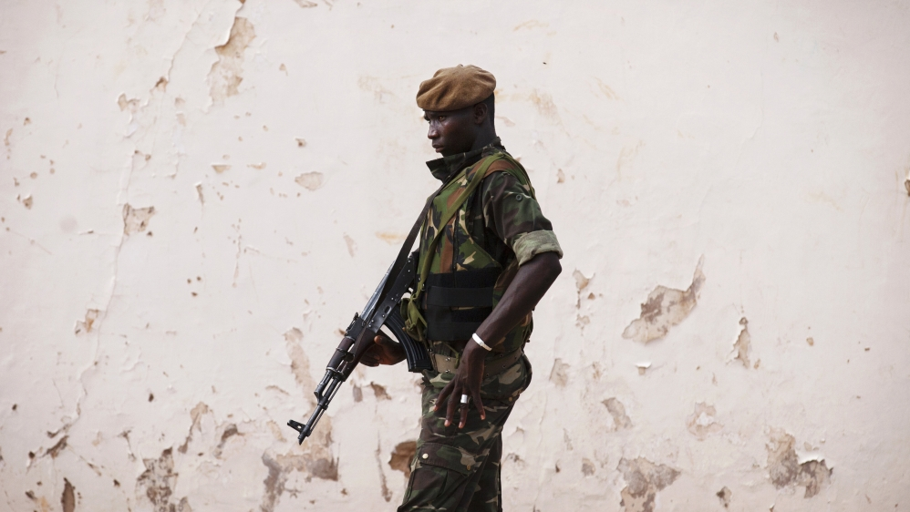 Hostage driven off towards Mali by armed men who raided his house near the capital Niamey and killed his two guards.