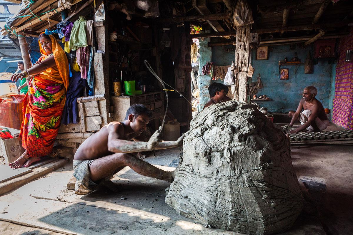 Kolkata's age old tradition of 'bhar' clay cups of tea | | Al Jazeera