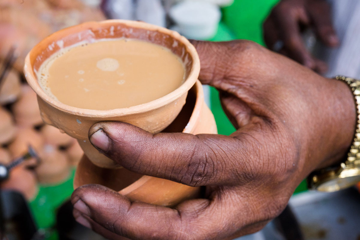 Bhar, small cups made of clay, are a traditional, all-natural alternative to disposable cups of paper or plastic. They have disappeared from most parts of India, but tea vendors on the streets of Kolkata still use them. [Karim Mostafa/Al Jazeera]