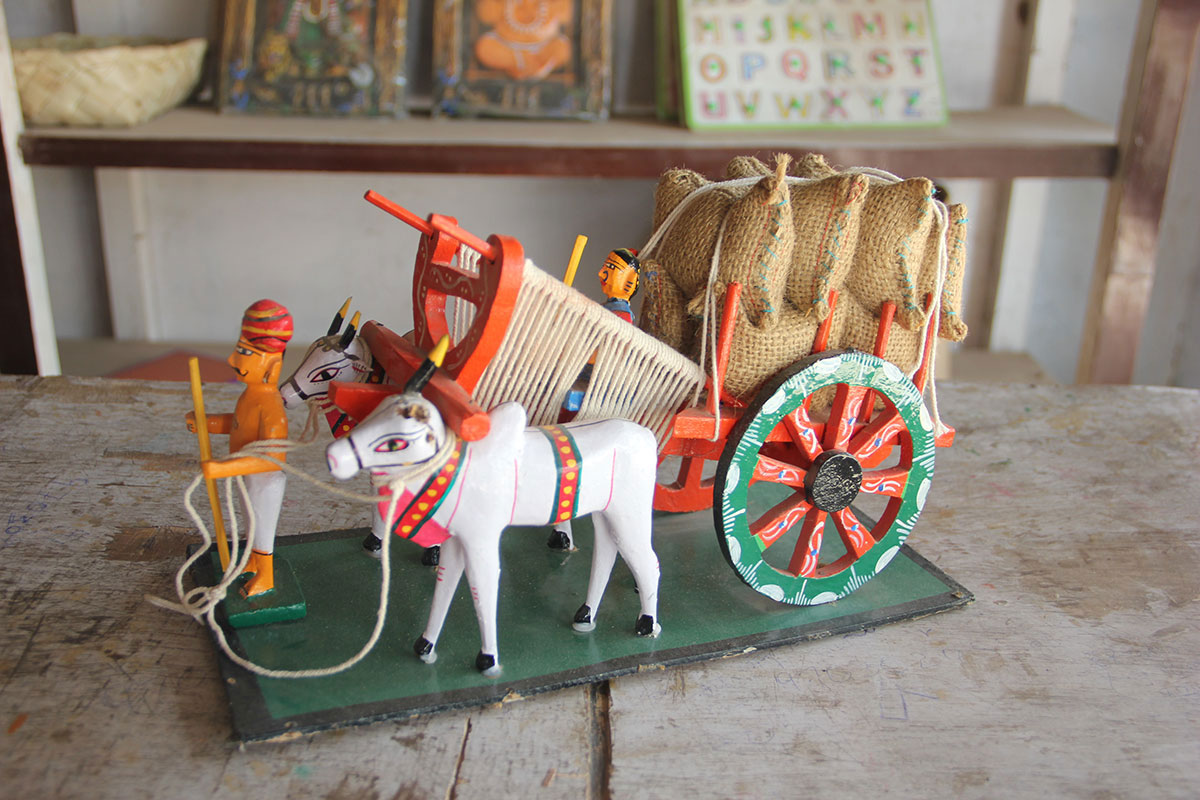 The Bullock Cart: Kondapalli toys are paper light, colourful toys depicting scenes from everyday rural life. The bullock cart is a famous piece that may not be seen on the village roads any more, but has been etched in history by these artisans. [Swati Sanyal Tarafdar/Al Jazeera]
