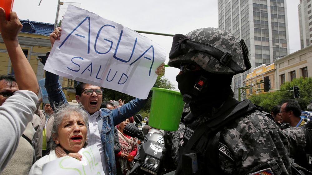 Frustrated citizens protest the water shortage in Bolivia. (Photo Courtesy of Reuters)