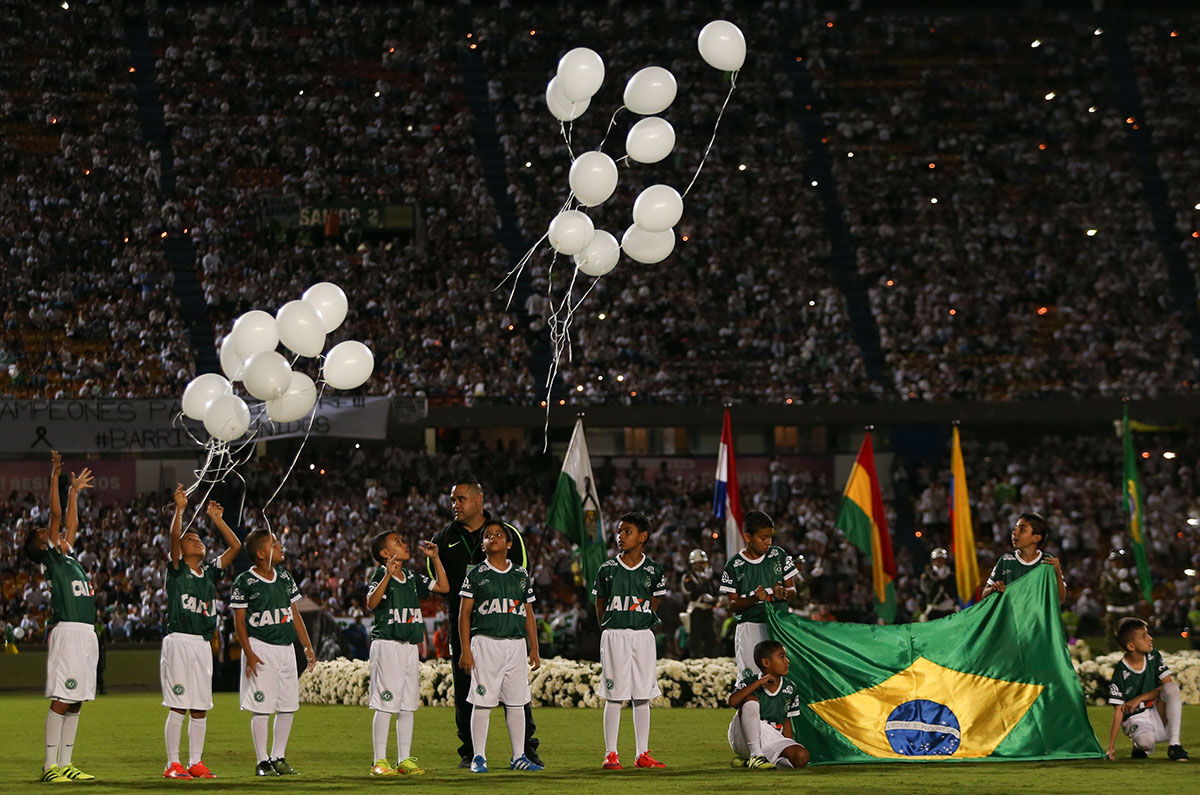 Children release balloons during a tribute to members of Brazil's Chapecoense football team who died in a plane crash, at Atanasio Girardot stadium where they were to play a game in Medellin, Colombia. [Fernando Vergara/AP]