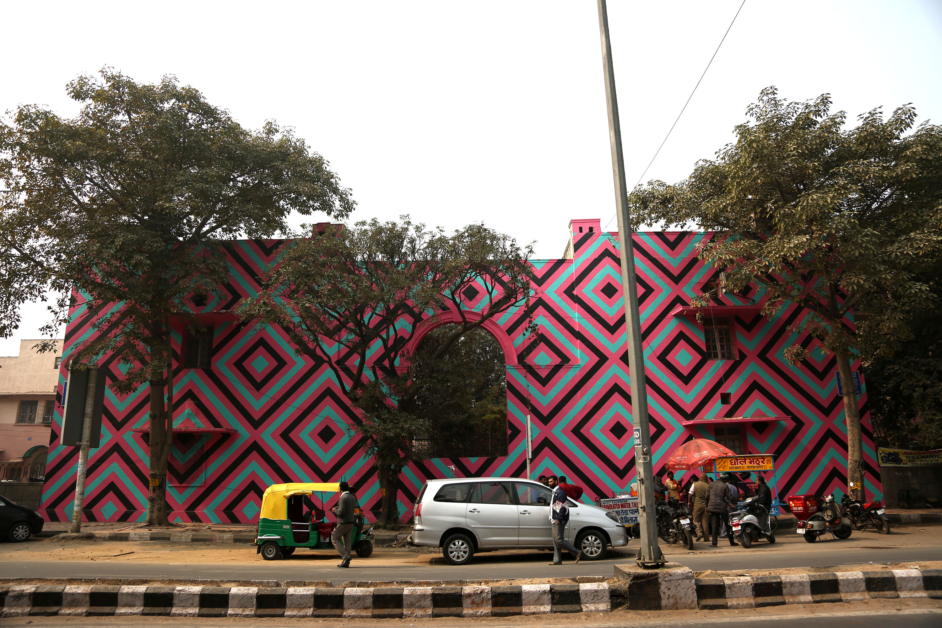 The 2016 edition of the India St+ Art Festival in Delhi seeks to redefine public places by redesigning public spaces. [Showkat Shafi/Al Jazeera]