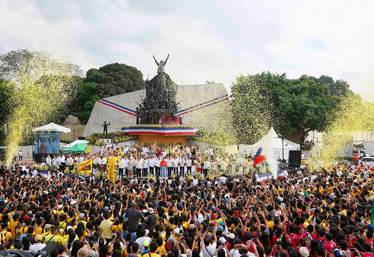 Quezon residents in the Philippines gathered to mark the 30th anniversary of the People Power Revolution that toppled the 20-year-rule of former dictator Ferdinand Marcos. [Bullit Marquez/AP]
