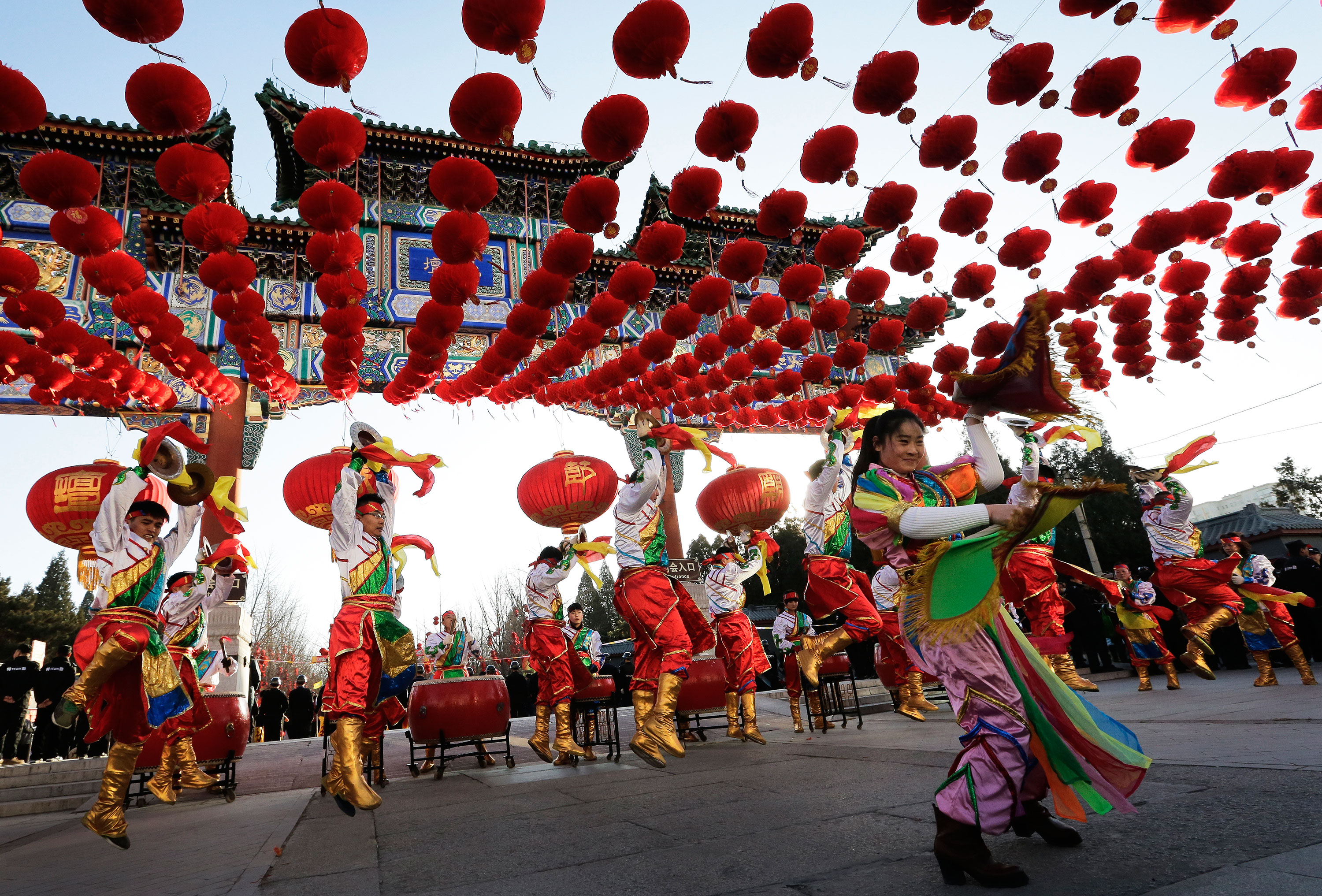 spring festival in china welcoming a Spring festival ─ what is that the chinese new year's day is for welcoming the deities of the heaven and earth in china, malaysia and.