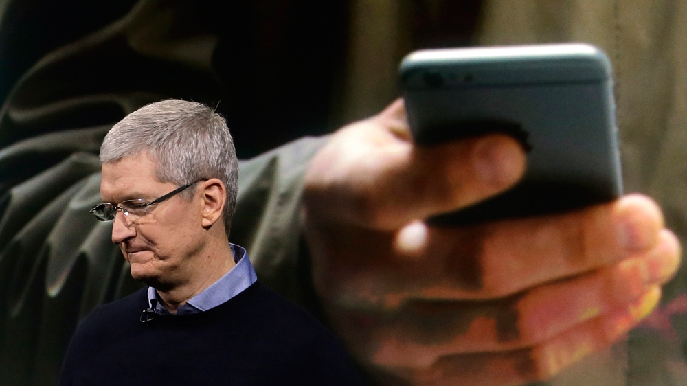 Apple bombshell sparks currency 'flash crash' as investors abandon tech stocks