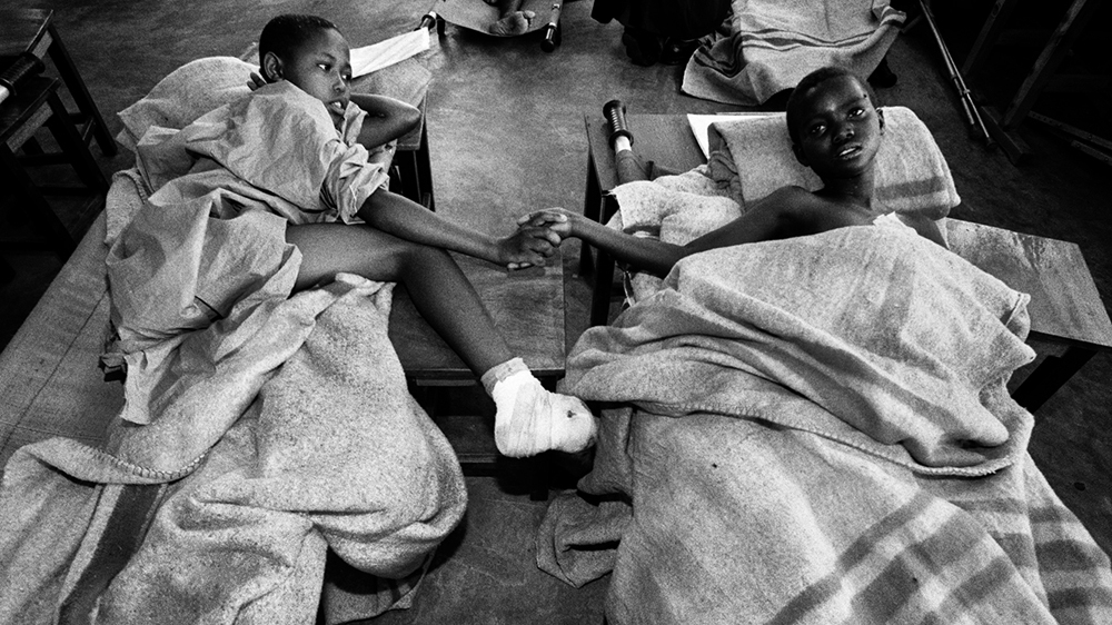 the beginning of the rwandan genocide Rwandan genocide the rwandan genocide began on april 6, 1994 and lasted for about 100 days (history) the two groups involved, the hutus and tutsis, were in a massive conflict after their president was killed.