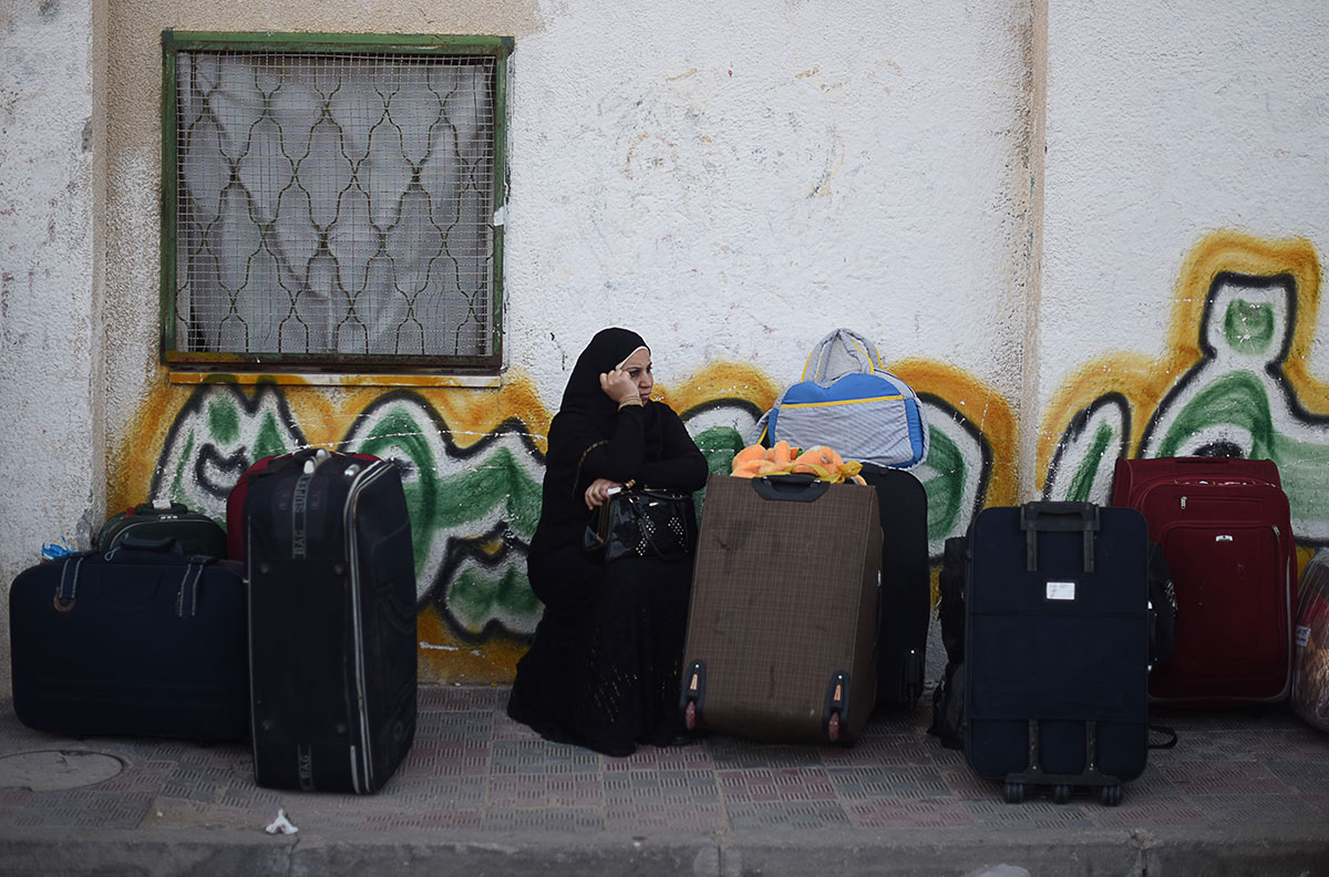 Palestinians begin to gather at the Rafah border crossing. Egypt opened its borders with the Gaza Strip for two days after 85 days of closure. [Wissam Nassar/Al Jazeera]