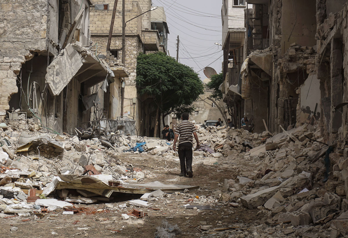 More than a week of intense fighting has gripped the northern Syrian city of Aleppo, as government forces reportedly dropped barrel bombs and rebel groups fired mortars. [Zouhir Al Shimale/Al Jazeera]
