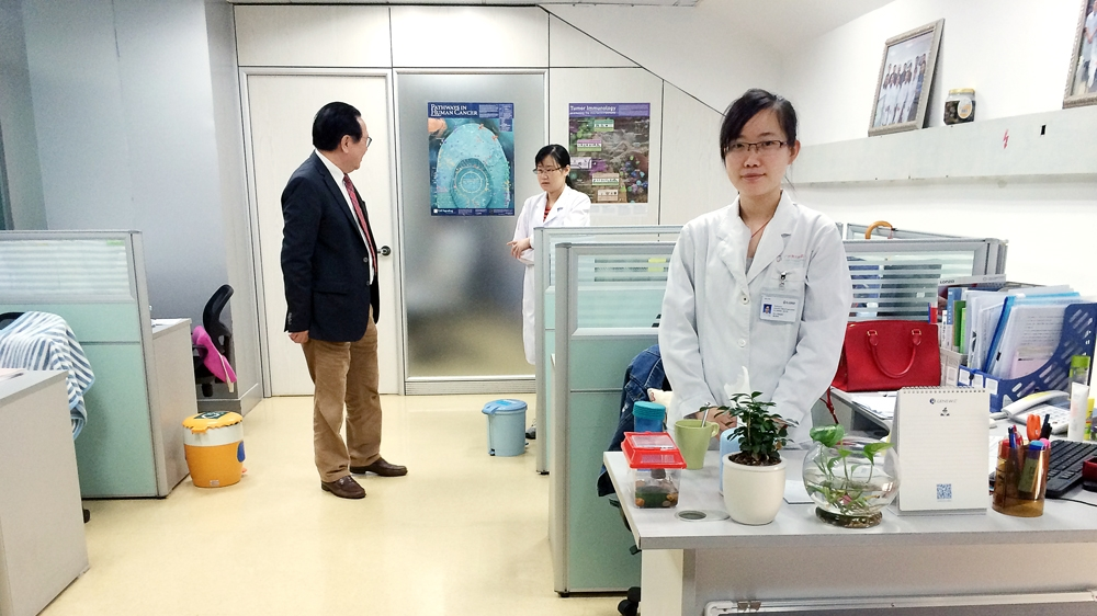 China's cancer doctor for the very sick and very rich | China | Al